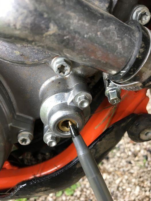 Allen head screw on power valve