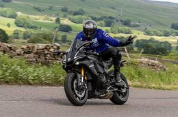 Guys who have rode 15+ R1 & 15+ S1000RR